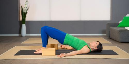 Pilates Beckenboden-Übung 8: Entlastender Schulterstand